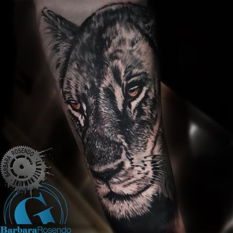 meilleure-tatoueuse-paris-barbara-rosendo-la-bete-humaine-tattoo-lion-tigre-chat