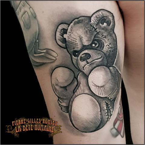 pierre-gilles-romieu-tatoueur-paris-tatouage-nounours-ourson-teddy-bear
