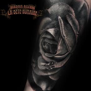 meilleure-tatoueuse-paris-barbara-rosendo-tatouage-tattoo-rose-gouttes