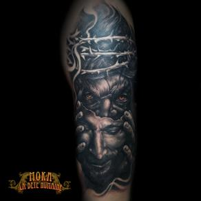 moka-tatoueur-paris-realiste-style-realisme-tatouage-tattoo-christ-couronne