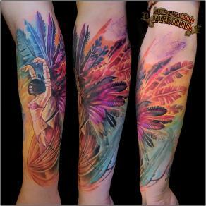 meilleur-tatoueur-paris-pierre-gilles-romieu-tatouage-tattoo-danseuse-plumes