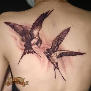 moka-tatoueur-paris-realiste-style-realisme-tatouage-tattoo-hirondelles