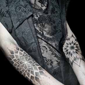 9-tatoueuse-guest-paris-baybay-blondy-tatouage-tattoo-mandalas