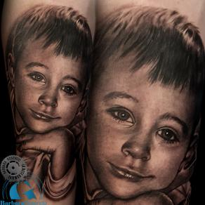 barbara-rosendo-realistic-tattoo-tatouage-realiste-noir-et-gris-black-and-grey-portrait-enfant