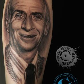 barbara-rosendo-realistic-tattoo-tatouage-realiste-noir-et-gris-black-and-grey-louis-funès-acteur