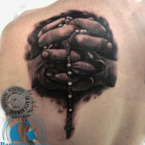barbara-rosendo-realistic-tattoo-tatouage-realiste-noir-et-gris-black-and-grey-chapelet-religion