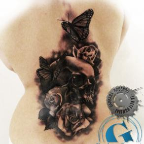 barbara-rosendo-realistic-tattoo-tatouage-realiste-noir-et-gris-black-and-grey-crane-skull-roses-papillons-butterflies