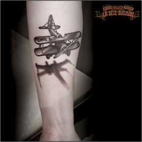 meilleur-tatoueur-paris-pierre-gilles-romieu-tatouage-biplan-x-wing-tattoo