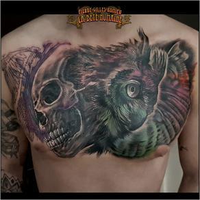 meilleur-tatoueur-paris-pierre-gilles-romieu-tatouage-chest-owl-skull-tattoo