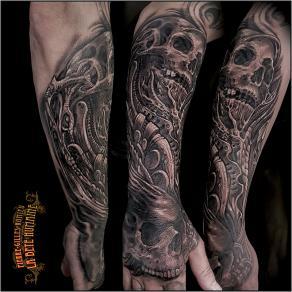 meilleur-tatoueur-paris-pierre-gilles-romieu-tatouage-crane-organique-tattoo