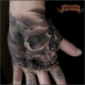 meilleur-tatoueur-paris-pierre-gilles-romieu-tatouage-crane-skull-tattoo