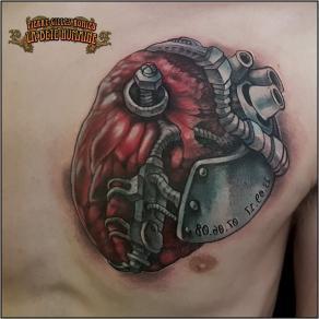 meilleur-tatoueur-paris-pierre-gilles-romieu-tatouage-tattoo-cœur-biomecanique-pectoral
