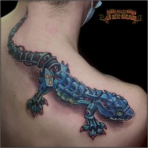 meilleur-tatoueur-paris-pierre-gilles-romieu-tatouage-tattoo-epaule-gecko-mecanique