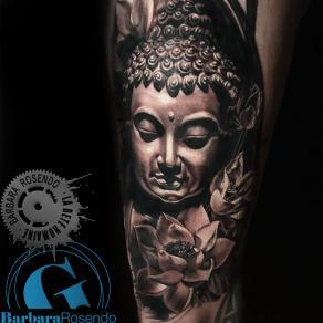 meilleure-tatoueuse-paris-barbara-rosendo-tatouage-bouddha-fleurs-tattoo