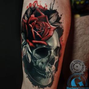 meilleure-tatoueuse-paris-barbara-rosendo-tatouage-crane-skull-rose-rouge-tattoo