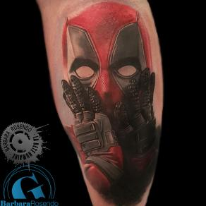 meilleure-tatoueuse-paris-barbara-rosendo-tatouage-deadpool-tattoo