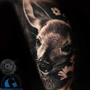 meilleure-tatoueuse-paris-barbara-rosendo-tatouage-faon-fleurs-tattoo