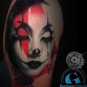 meilleure-tatoueuse-paris-barbara-rosendo-tatouage-realiste-femme-clown-triste-tattoo