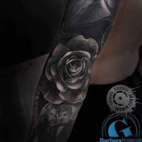 meilleure-tatoueuse-paris-barbara-rosendo-tatouage-rose-dark-tattoo
