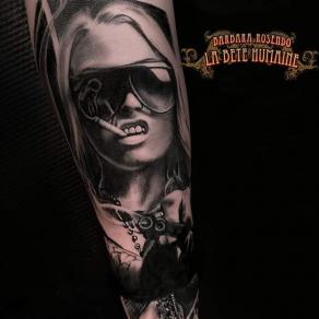 meilleure-tatoueuse-paris-barbara-rosendo-tatouage-tattoo-femme-cigarette