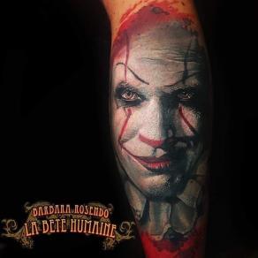 meilleure-tatoueuse-paris-barbara-rosendo-tatouage-tattoo-portrait-clown-realiste