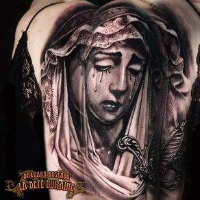meilleure-tatoueuse-paris-barbara-rosendo-tatouage-tattoo-visage-femme-pieta