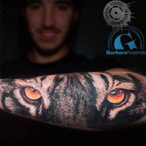 meilleure-tatoueuse-paris-barbara-rosendo-tatouage-yeux-tigre-tattoo