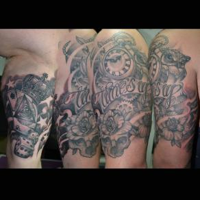 Moka_guest_tattoo_noir_gris_epaule
