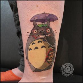 Pierre-Gilles Romieu_la_bete_humaine_tattoo_cheville_totoro