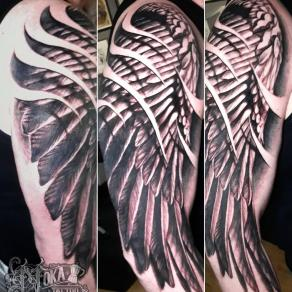 tatoueur-guest-paris-moka-tatouage-ailes-epaule-biceps-tattoo