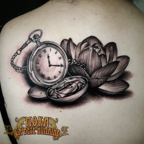 tatoueur-guest-paris-moka-tatouage-lotus-montre-gousset-tattoo