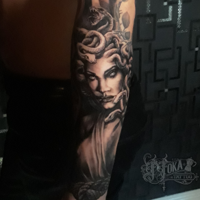tatoueur-guest-paris-moka-tatouage-meduse-gorgone-mythologie-tattoo