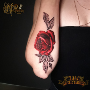 tatoueur-guest-paris-moka-tatouage-rose-rouge-avant-bras-tattoo